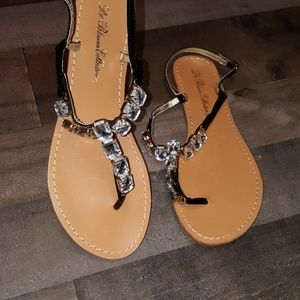 9a6d4c7481e6 NWOT Glitzy De Blossom Collection sandals